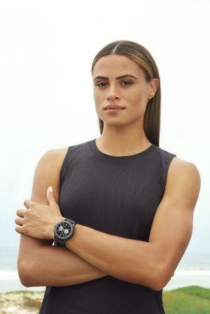 A marca suíça de relógios de luxo TAG Heuer, adicionou mais um talento ao seu portfólio de atletas embaixadores, assinando com Sydney McLaughlin, prodígio do atletismo e parte do Time Olímpico dos Estados Unidos.