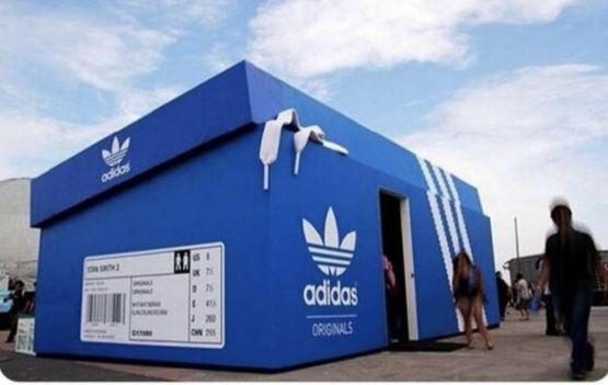 Vem espiar a gigante loja da Adidas....