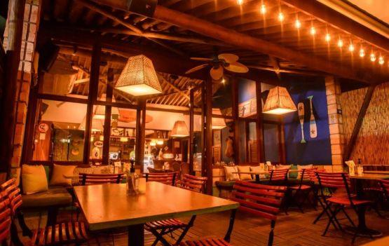 Café do Forte oferece gastronomia, drinks refrescantes e música durante o feriadão em Praia do Forte