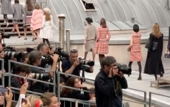 Blogueira invade a passarela da Chanel. Confira o video postado no instagram.
