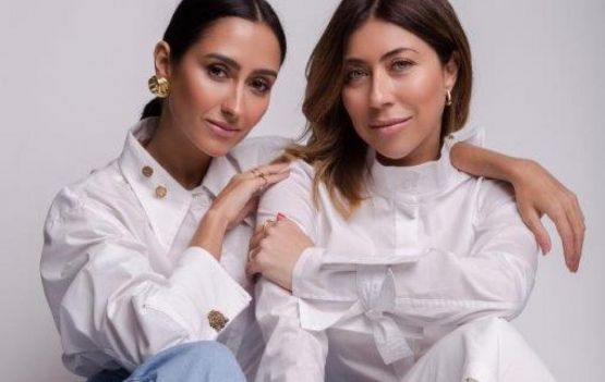 Carol Bassi e Francesca Monfrinatti se uniram para criar uma coleção cápsula com peças em alfaiataria