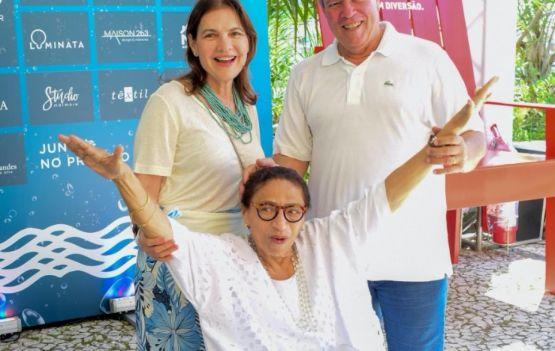Ulda e Laurinho Menezes com Lícia Fábio. Foto:   Eduardo Freire!