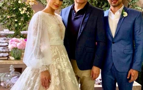 Renato Aguiar entre os noivos