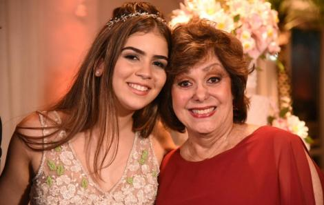 Foi bacanérrimo os 15 anos de Flor, a neta de Duda Mendonça