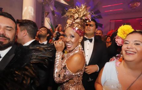 Vem ver quem circulou no badalado Baile da Vogue 2020.