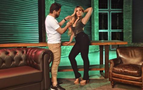 A cantora Mila mostrou que além de cantar é blogueira e ama moda.