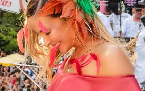 Claudia-Leitte-moda-acessorios-para-cabeca